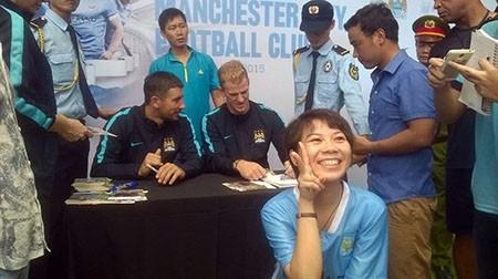 Cổ động viên Việt Nam háo hức chờ thần tượng Manchester City - ảnh 7