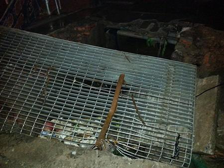 Đào bới được thi thể hai mẹ con tử nạn dưới đống đổ nát - ảnh 2