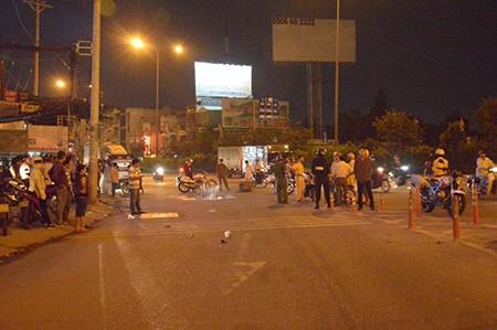 Va chạm xe máy và xe bồn, một người đàn ông tử vong - ảnh 1