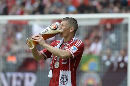 Sao M.U chi tiền 'tấn' mời cả đội sang Đức… uống bia - ảnh 2