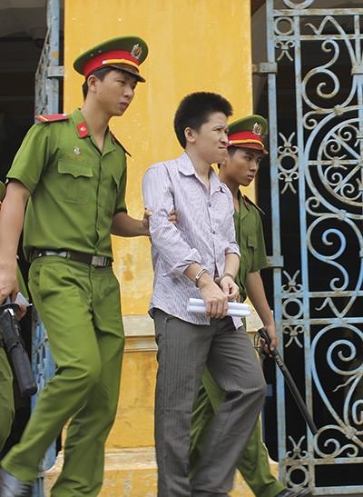 Vợ mất tích, người Trung Quốc tìm môi giới đòi tiền bằng dao - ảnh 1