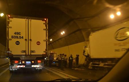 Xe tải mất phanh đâm vào thành hầm đường bộ Hải Vân - ảnh 4