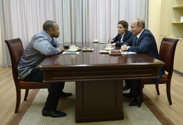 Tổng thống Putin nhập quốc tịch Nga cho tay đấm Mỹ - ảnh 1