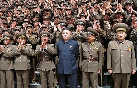 Đọ 'cơ bắp' Hàn -Triều: Ai hơn? - ảnh 1