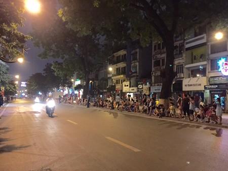 Người dân đội mưa xem tổng duyệt mừng Quốc khánh 2/9 - ảnh 5