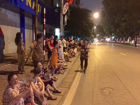 Người dân đội mưa xem tổng duyệt mừng Quốc khánh 2/9 - ảnh 6