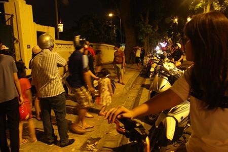 Người dân Thủ đô trắng đêm chờ đón đại lễ 2-9 - ảnh 11