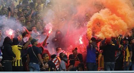 CĐV làm loạn, Malaysia đối mặt án phạt nặng của FIFA - ảnh 4