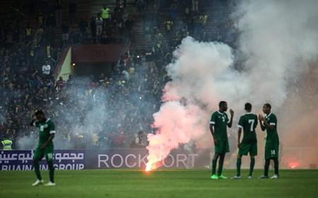 CĐV làm loạn, Malaysia đối mặt án phạt nặng của FIFA - ảnh 5