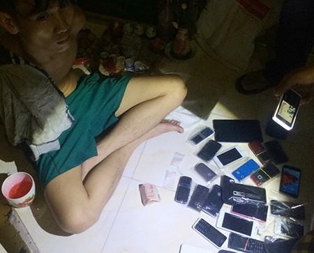 Dùng cả chục điện thoại, sim 'rác' để bán ma túy - ảnh 1