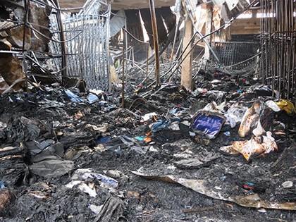 Cháy chợ dữ dội trong đêm, tiểu thương thiệt hại tiền tỉ - ảnh 3