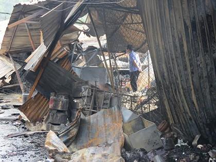 Cháy chợ dữ dội trong đêm, tiểu thương thiệt hại tiền tỉ - ảnh 4