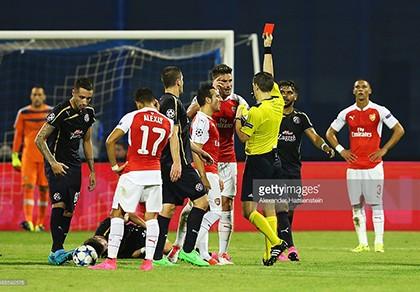 Arsenal 1-2 Dinamo Zagreb: Tội đồ Giroud khiến 'pháo thủ' thua đau - ảnh 1