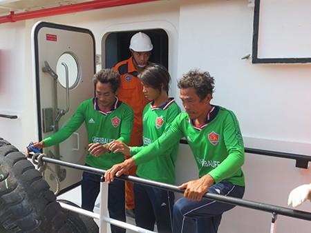 Bàn giao thi thể 11 thuyền viên trong vụ nổ bình gas chìm tàu - ảnh 3