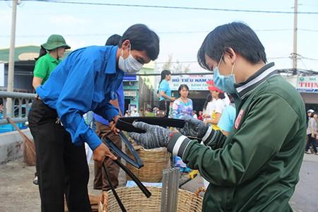 Hơn 1.000 người ra quân chiến dịch 'làm cho thế giới sạch hơn' - ảnh 6