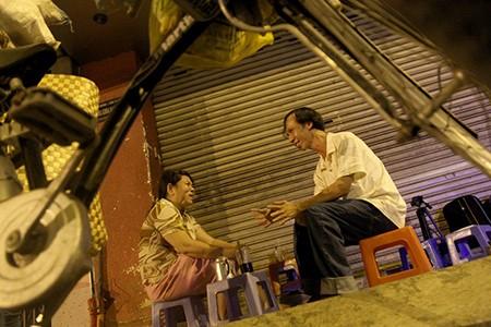 Uống cà phê vợt đêm mưa nghe Sài Gòn kể chuyện - ảnh 2