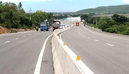 Hiểm họa khôn lường trên quốc lộ mở rộng - ảnh 1
