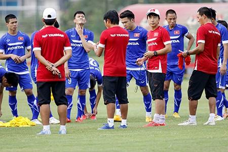 Chùm ảnh tuyển Việt Nam tập luyện chuẩn bị 'đấu' Thái Lan - ảnh 2