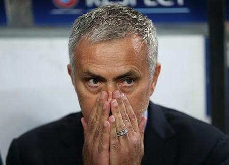 Mourinho nhận án phạt hơn 1,7 tỉ đồng vì chỉ trích trọng tài - ảnh 1
