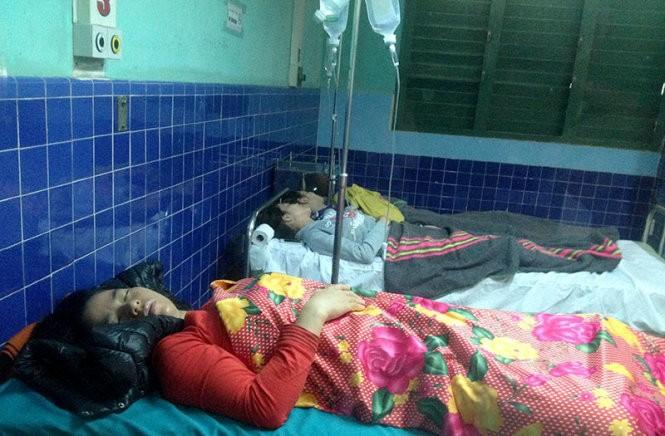 Bệnh nhân bị ngộ độc do ăn bánh mì, cấp cứu tại Bệnh viện Việt Nam – Cu Ba Đồng Hới - Ảnh: Nhật Minh
