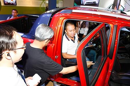 Người giàu Việt rủ nhau mua xe sang 'né' thuế - ảnh 1