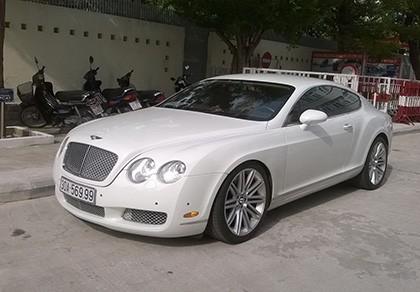 Truy tìm chủ siêu xe Bentley gắn biển số giả - ảnh 1