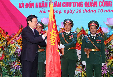 Chủ tịch nước trao huân chương Quân công hạng Nhất cho lực lượng vũ trang Quân khu 3 - ảnh 1
