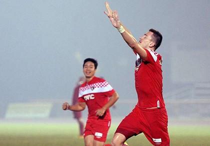 Khói bụi mù mịt, S-League 'đứng hình' - ảnh 1