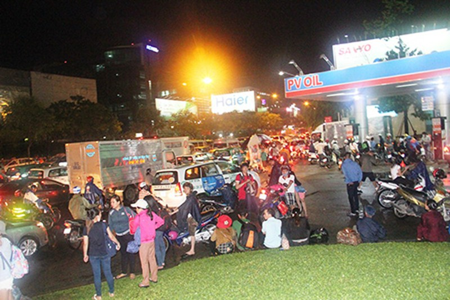 Kẹt xe kinh hoàng ở cửa ngõ sân bay Tân Sơn Nhất - ảnh 11