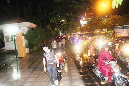 Kẹt xe kinh hoàng ở cửa ngõ sân bay Tân Sơn Nhất - ảnh 7