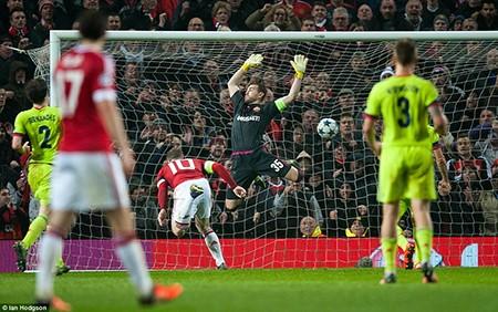 M.U 1-0 CSKA Moscow: Rooney lập kỷ lục, 'quỷ đỏ' thắng may - ảnh 2