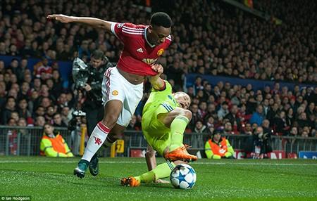 M.U 1-0 CSKA Moscow: Rooney lập kỷ lục, 'quỷ đỏ' thắng may - ảnh 1