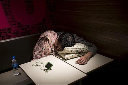 Những người 'ngủ bụi McDo' - ảnh 6