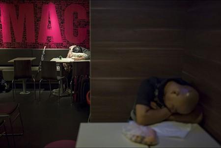 Những người 'ngủ bụi McDo' - ảnh 10