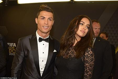 Ronaldo nói gì về những hotgirl vây quanh mình - ảnh 2