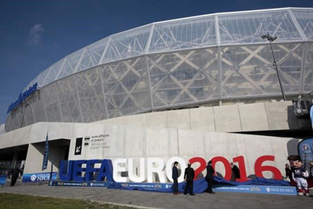 Tước quyền đăng cai Euro của Pháp là lùi bước trước khủng bố - ảnh 1