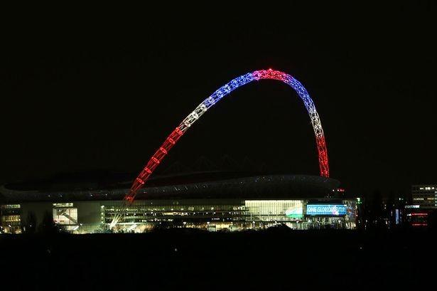 Khủng bố ở Paris: Người Anh hát quốc ca Pháp tại Wembley - ảnh 1