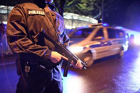 Chùm ảnh nước Đức báo động vì bị đe dọa khủng bố - ảnh 17