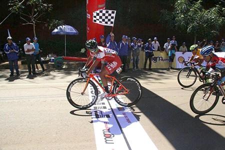 Giải xe đạp Nam Kỳ Khởi Nghĩa 2015: Lê Văn Duẩn giành chiến thắng 'kép' - ảnh 1