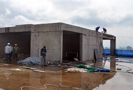 Chính thức 'cắt ngọn' tòa nhà 8B Lê Trực - ảnh 2