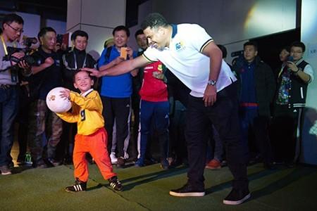 'Ro béo' khai trương ba học viện bóng đá ở Trung Quốc - ảnh 2