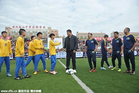 'Ro béo' khai trương ba học viện bóng đá ở Trung Quốc - ảnh 3