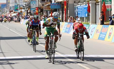 Kết thúc giải xe đạp Nam Kỳ Khởi Nghĩa: Áo vàng bị dẫn nhầm lộ trình - ảnh 4