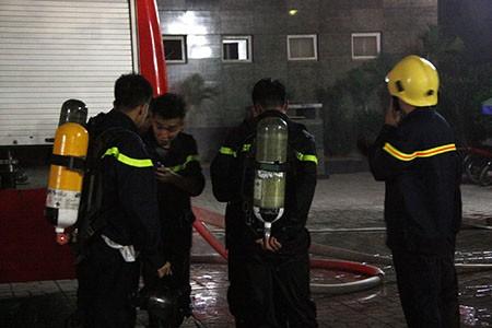 Cháy lớn tại tòa nhà CT1 Vimeco trong đêm tối - ảnh 5