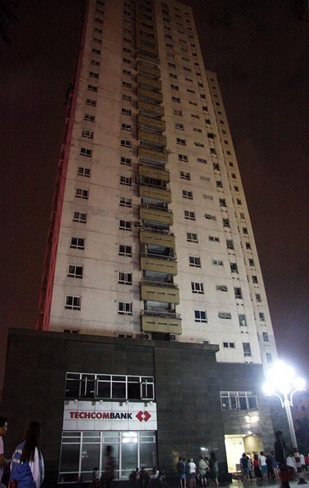 Cháy lớn tại tòa nhà CT1 Vimeco trong đêm tối - ảnh 2
