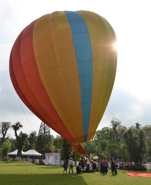 Bay miễn phí cùng khinh khí cầu tại 'Ngày Hữu nghị Quốc tế năm 2015' - ảnh 2