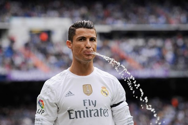 Quyết vượt M.U, PSG trả lương không tưởng cho Ronaldo - ảnh 1