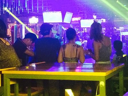 Triệt phá nhiều tụ điểm phục vụ dân chơi Sài Gòn - ảnh 2