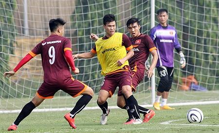 Buổi tập đầu tiên của U-23 Việt Nam: Công Phượng lập hat-trick - ảnh 4