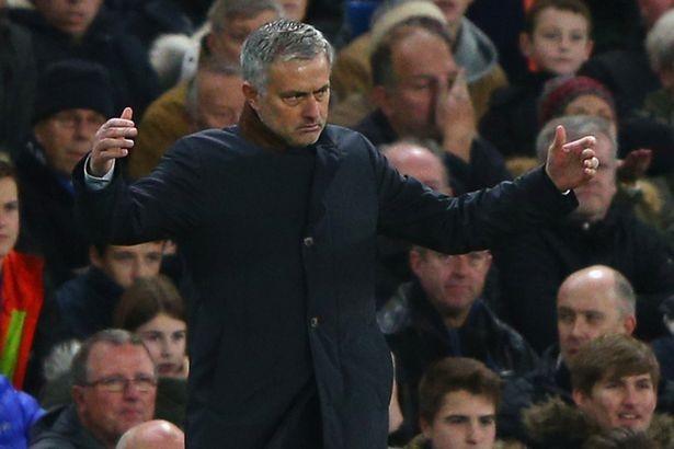Alex Ferguson: 'Sẽ là ngu ngốc nếu Abramovic sa thải Morinho' - ảnh 2
